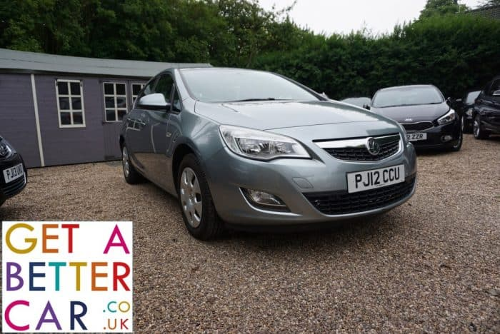 VAUXHALL ASTRA 1.6 EXCLUSIV – AUTOMATIC – SILVER (2012)
